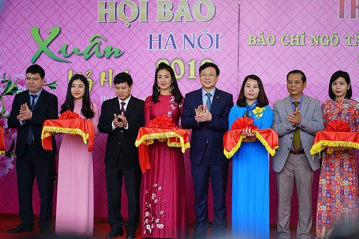 Tet featured in Spring newspapers 2019 - ảnh 1