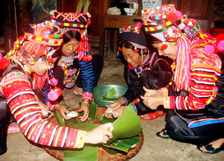 Original features of the Mong's New Year ceremony   - ảnh 1