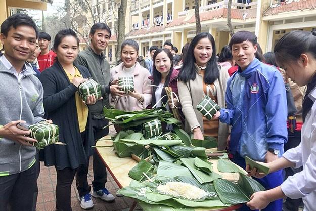 Foreign students celebrate Vietnamese Tet - ảnh 2