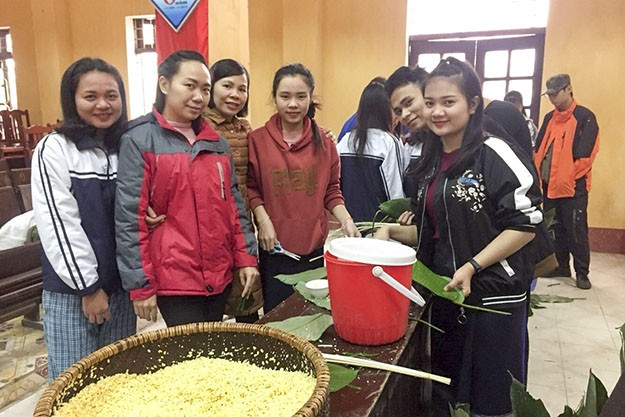 Foreign students celebrate Vietnamese Tet - ảnh 1