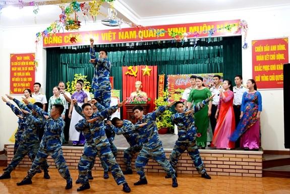 Truong Sa island district enjoys a cozy Tet - ảnh 4