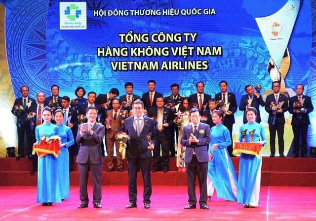 Vietnam Airlines among Vietnam's 10 best firms - ảnh 1