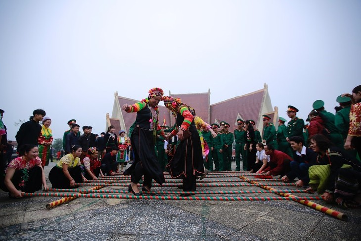 """""""Spring colours across Vietnam"""" Festival opens in Dong Mo - ảnh 1"""