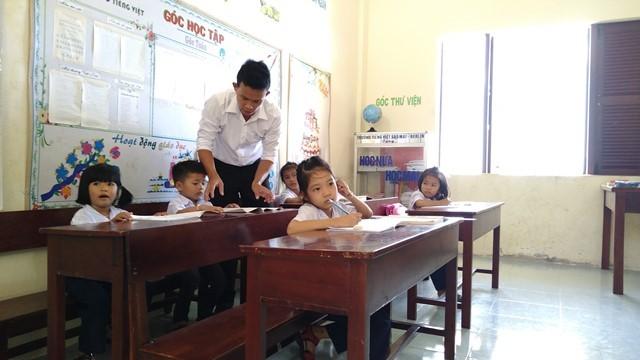 Volunteer teachers on Sinh Ton island  - ảnh 1