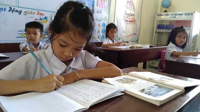 Volunteer teachers on Sinh Ton island  - ảnh 3