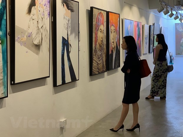 Painting exhibition honors Vietnamese women in Singapore - ảnh 2