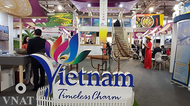 Vietnam promotes tourism at world's leading travel trade show  - ảnh 1