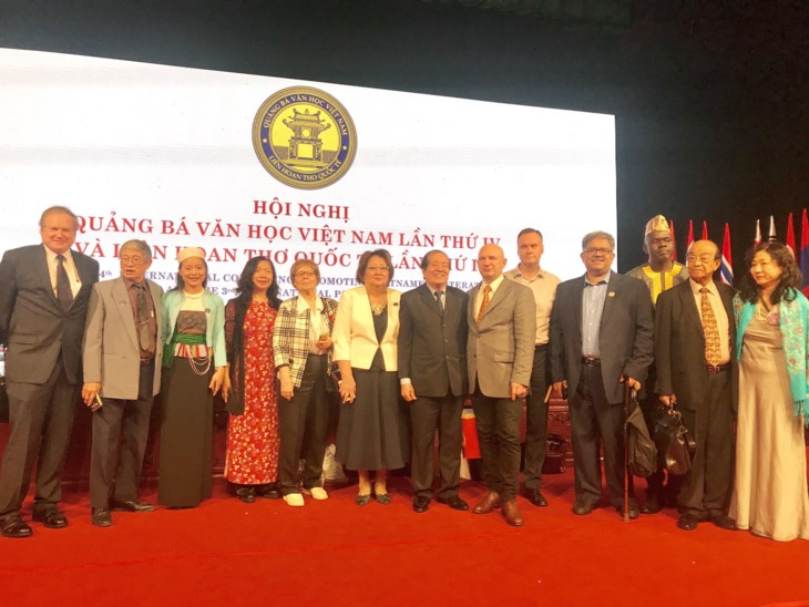 US Institute helps build Vietnam-US literary bridge   - ảnh 1