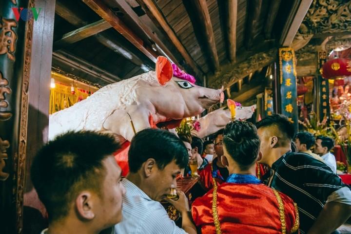La Phu village preserves communal house, pig procession festival  - ảnh 6