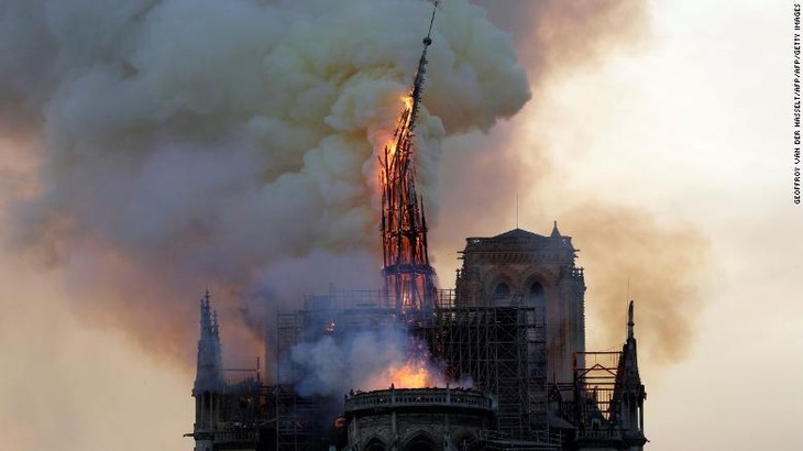 A fire that devastated Notre Dame Cathedral in Paris is under control, officials say - ảnh 1