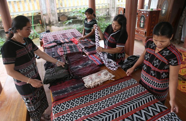 Hue Festival 2019: traditional crafts revive - ảnh 1