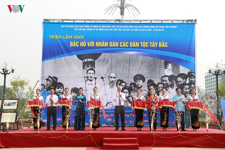 """Exhibition """"Uncle Ho and ethnic groups in Son La"""" - ảnh 1"""