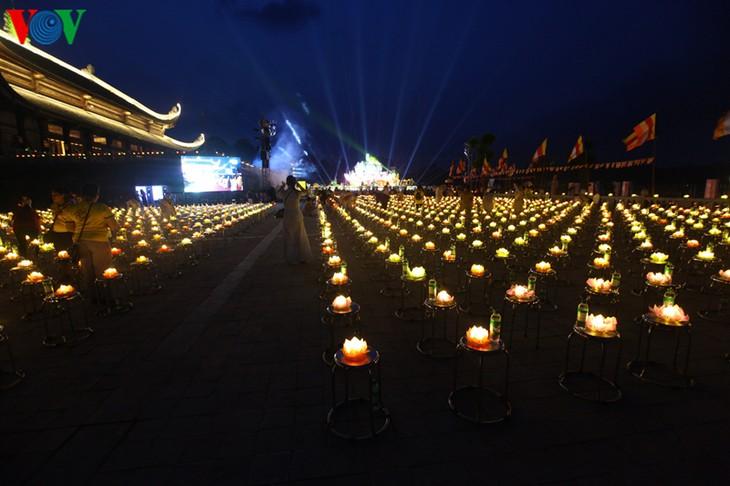 Lantern releasing ceremony for world peace held at UN Day of Vesak - ảnh 1