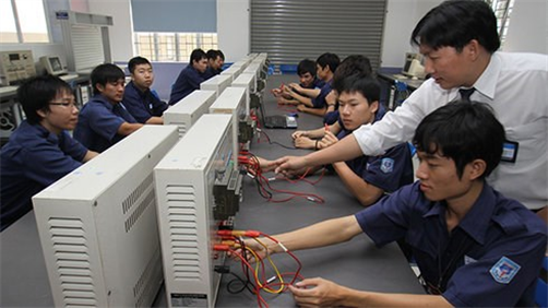 Vocational schools and businesses tighten links to secure jobs for graduates - ảnh 1
