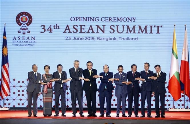 Prime Minister Nguyen Xuan Phuc attends opening ceremony of 34th ASEAN Summit  - ảnh 1