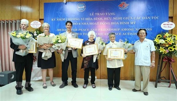 Six US activists honored with peace medal - ảnh 1