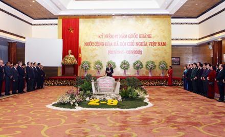 Banquet en l'honneur des diplomates à l'occasion de la fête nationale - ảnh 1