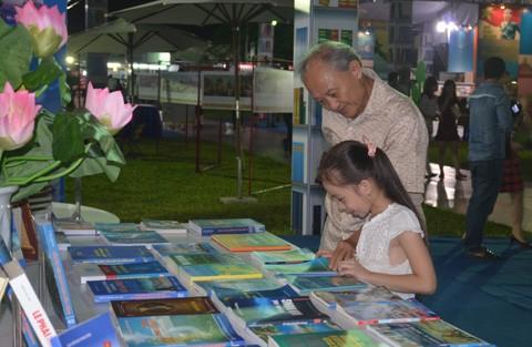 5ème Foire internationale de livres du Vietnam à Hanoi - ảnh 1