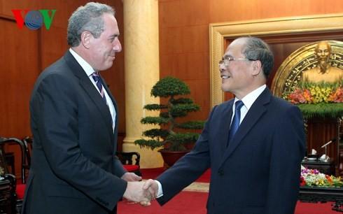 Nguyen Sinh Hung rencontre Patrick Leahy et John Kerry - ảnh 2