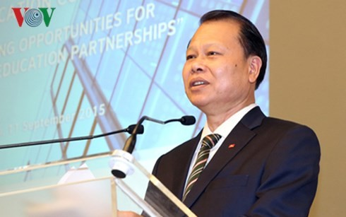 Le vice-Premier ministre Vu Van Ninh au forum éducatif Vietnam-Royaume Uni - ảnh 1
