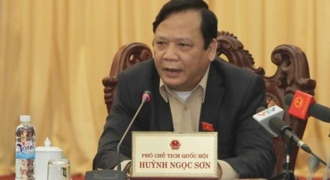 Huynh Ngoc Son visite l'ambassade du Vietnam en Malaisie - ảnh 1