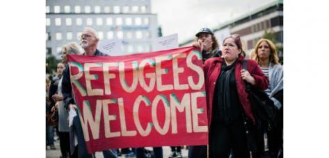 Migrants, réfugiés: des manifestations contrastées en Europe - ảnh 1