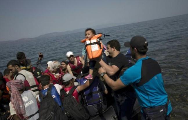 Migrants, réfugiés: des manifestations contrastées en Europe - ảnh 2