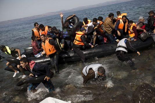 Réfugiés : l'UE rétablit des contrôles aux frontières - ảnh 1