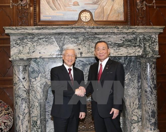 Nguyen Phu Trong rencontre le président de la Chambre des conseillers du Japon - ảnh 1