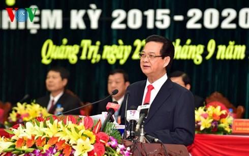 Nguyen Tan Dung assiste au congrès du comité du Parti pour Quang Tri - ảnh 1