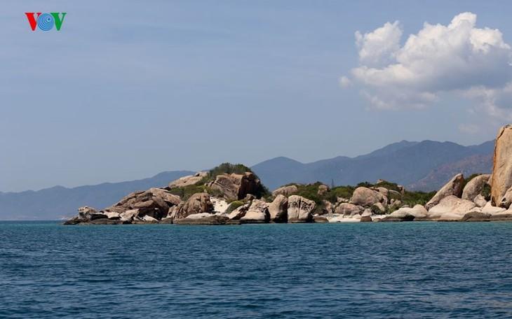 À la découverte de l'île de Binh Ba à Khanh Hoa - ảnh 2
