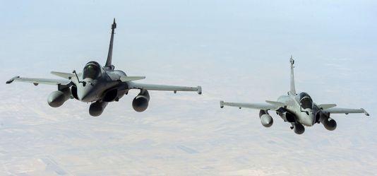 La France a mené ses premières frappes aériennes en Syrie - ảnh 1