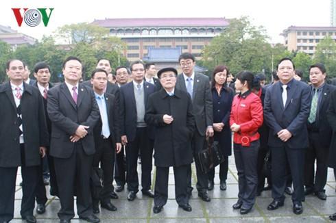 Le président de l'AN Nguyên Sinh Hùng en visite dans le Guangdong - ảnh 2