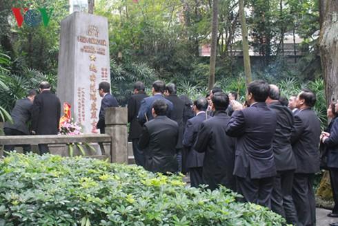 Le président de l'AN Nguyên Sinh Hùng en visite dans le Guangdong - ảnh 3