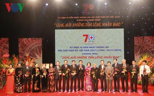 La Croix rouge du Vietnam souffle ses 70 bougies - ảnh 1