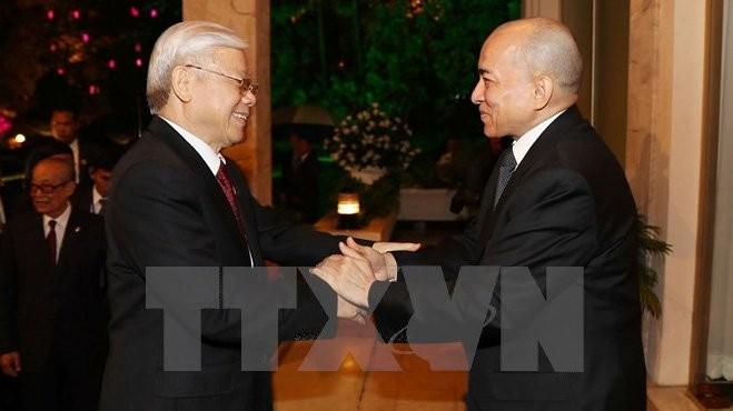 Король Камбоджи устроил торжественный прием в честь генсекретаря ЦК КПВ - ảnh 1