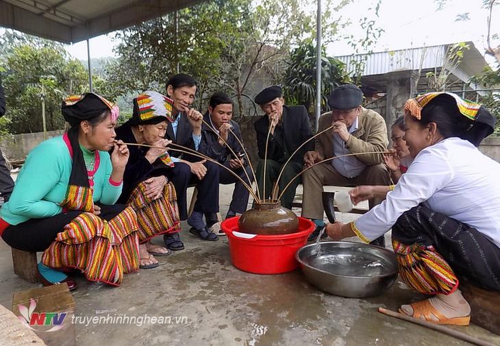 L'alcool chez les Thaï au Vietnam - ảnh 1