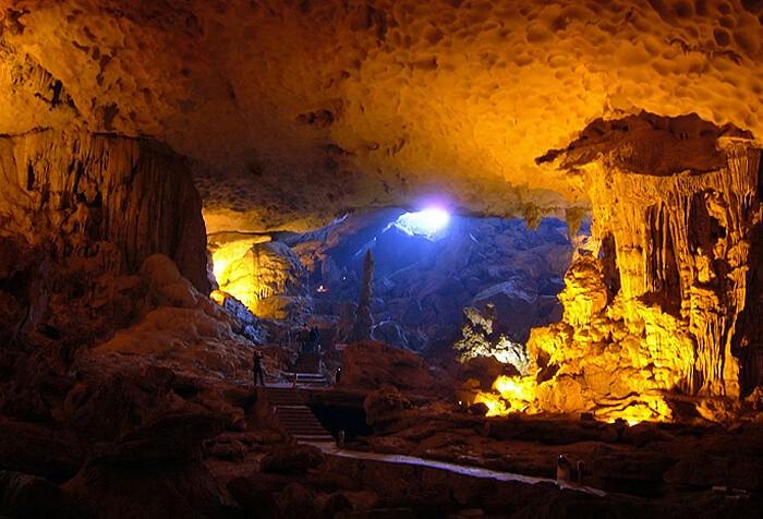Il y a-t-il beaucoup de grottes qui se visitent au Vietnam? - ảnh 1