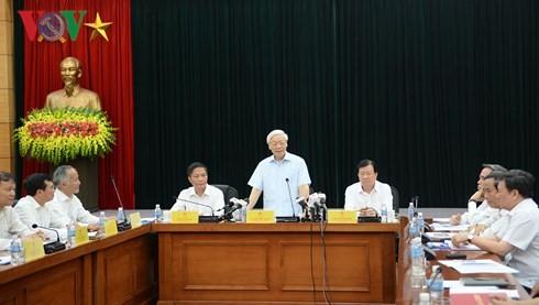 Nguyên Phu Trong travaille avec la direction du ministère de l'Industrie et du Commerce - ảnh 1