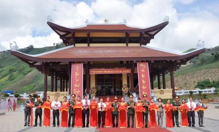 Meremiskan tugu monumen pengenangan pahlawan gugur asal kota Hanoi di provinsi Kon Tum - ảnh 1