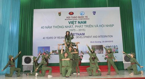 Vietnam-40 tahun penyatuan, perkembangan dan integrasi - ảnh 1