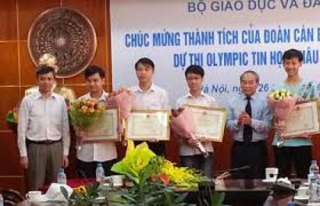 Pelajar Vietnam memperoleh 5 medali perak dalam Olympiade Informatika Asia 2017 - ảnh 1