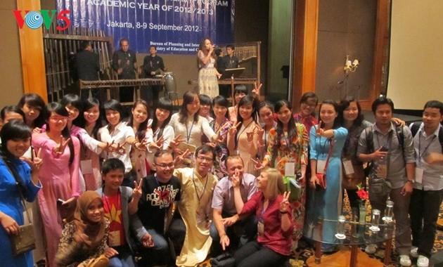 Darmasiswa: Satu peluang untuk mengalami pendidikan dan kebudayaan Indonesia - ảnh 1