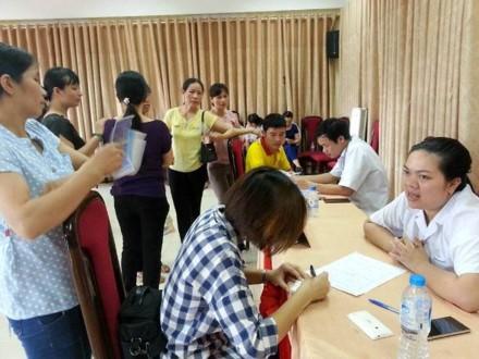 Organisasi serikat buruh membantu kaum buruh memahami undang-undang - ảnh 1