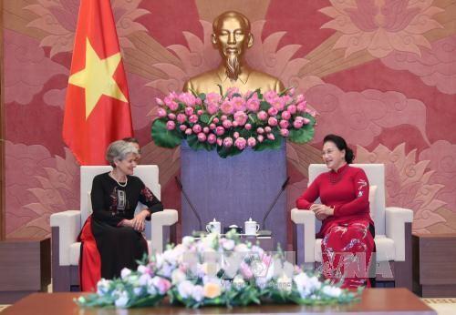 Ketua MN Nguyen Thi Kim Ngan menerima Direktur Jenderal UNESCO - ảnh 1