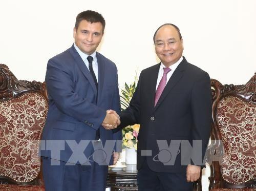 PM Nguyen Xuan Phuc menerima Menlu Ukraina dan Menteri Luar Negeri dan Kerjasama Republik Afrika Selatan - ảnh 1