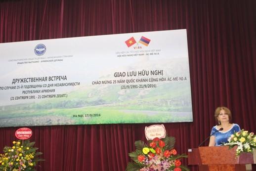 Temu pergaulan persahabatan memperingati ulang tahun ke-25 penggalangan hubungan diplomatik Vietnam-Armenia - ảnh 1