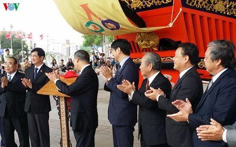 APEC 2017: Kota Hoi An menerima maket kapal segel merah yang dihadiahkan oleh Jepang - ảnh 1