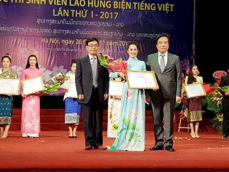 Kontes  berorasi dalam bahasa Vietnam-arena baru untuk para mahasiswa Laos yang belajar di Vietnam - ảnh 1
