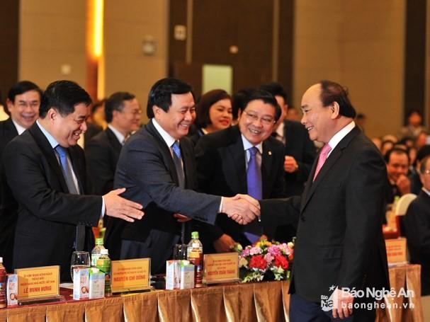 PM Nguyen Xuan Phuc menghadiri konferensi ke-10 dengan para investor di Provinsi Nghe An - ảnh 1